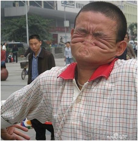 Foto orang aneh tanpamulut dan hidung